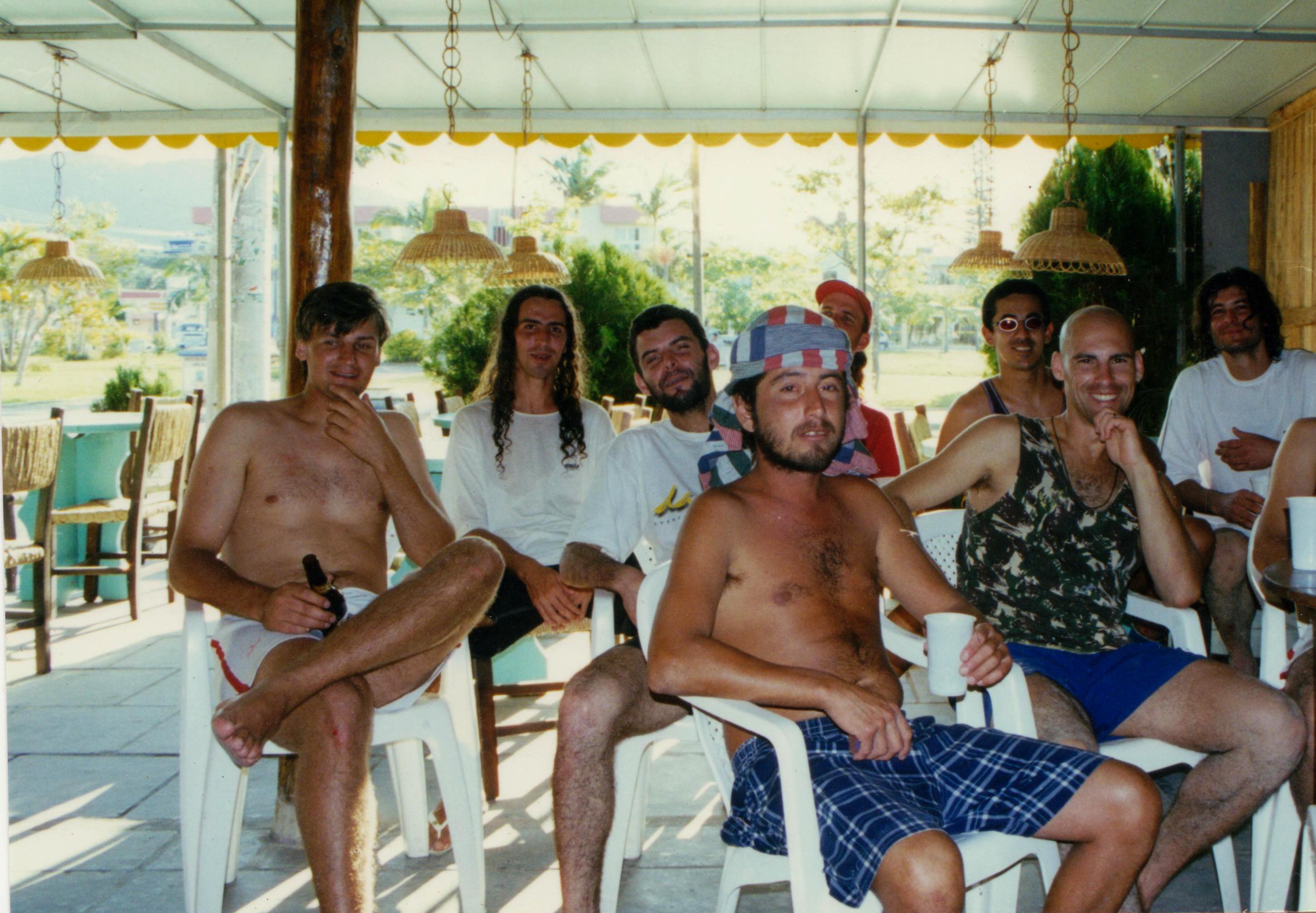 Em boa companhia: Lu (o careca), com o Xande em primeiro plano, Candôco atrás deste, Dida à esq., e no fundo Cezinha, Alex e Maninho